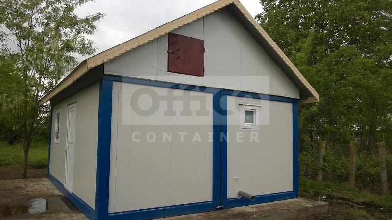 Casa din doua containere standard cu acoperis in doua ape